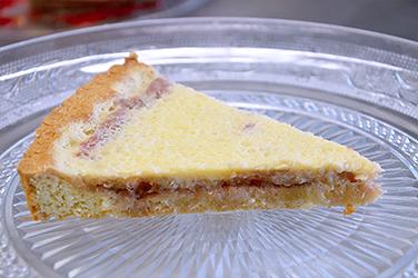 Rabarbertaart met citroenroomsaus - Taartello Patisserie